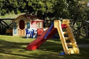 giochi per bambini in giardino agriturismo assisi