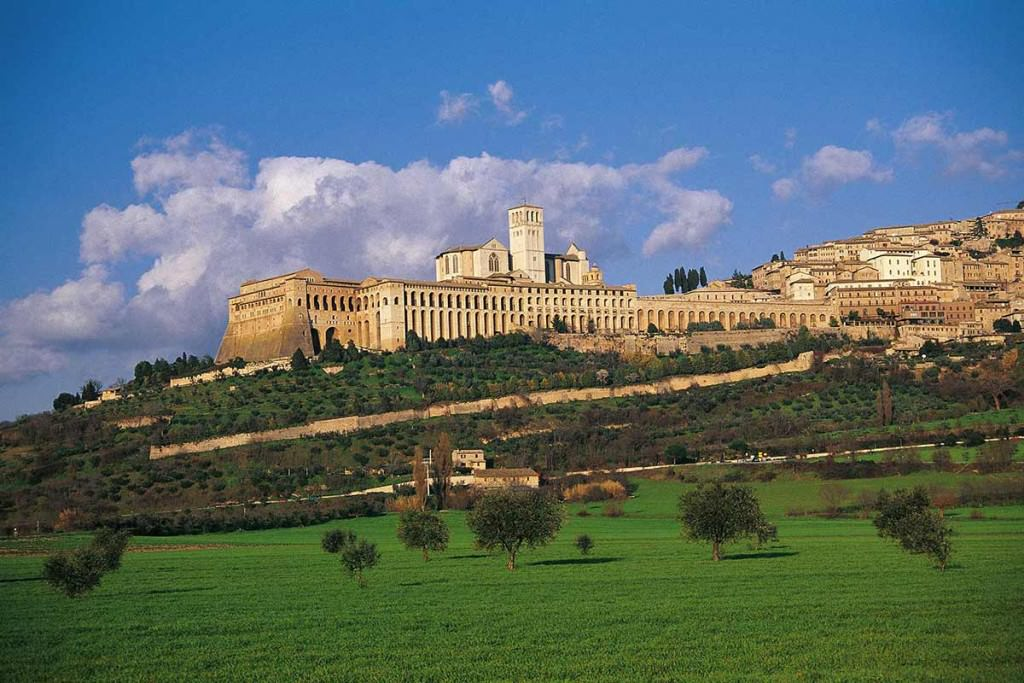 panorama di assisi in umbria